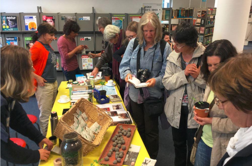"""Stand des """"Gartendecks"""" Hamburg während der Veranstaltung, Foto: Stadtbibliothek Bad Oldesloe"""